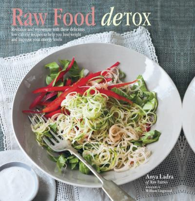 Raw Food Detox: Revitalize and Rejuvenate with these Delicious Low-Calorie Recipes to Help you Lose Weight and Improve your Energy Levels by Anya Ladra